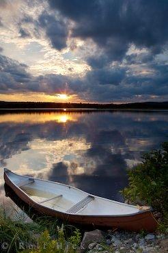 Bild Am Wasser Stimmungsvolles Urlaubsbild Mit Kanu